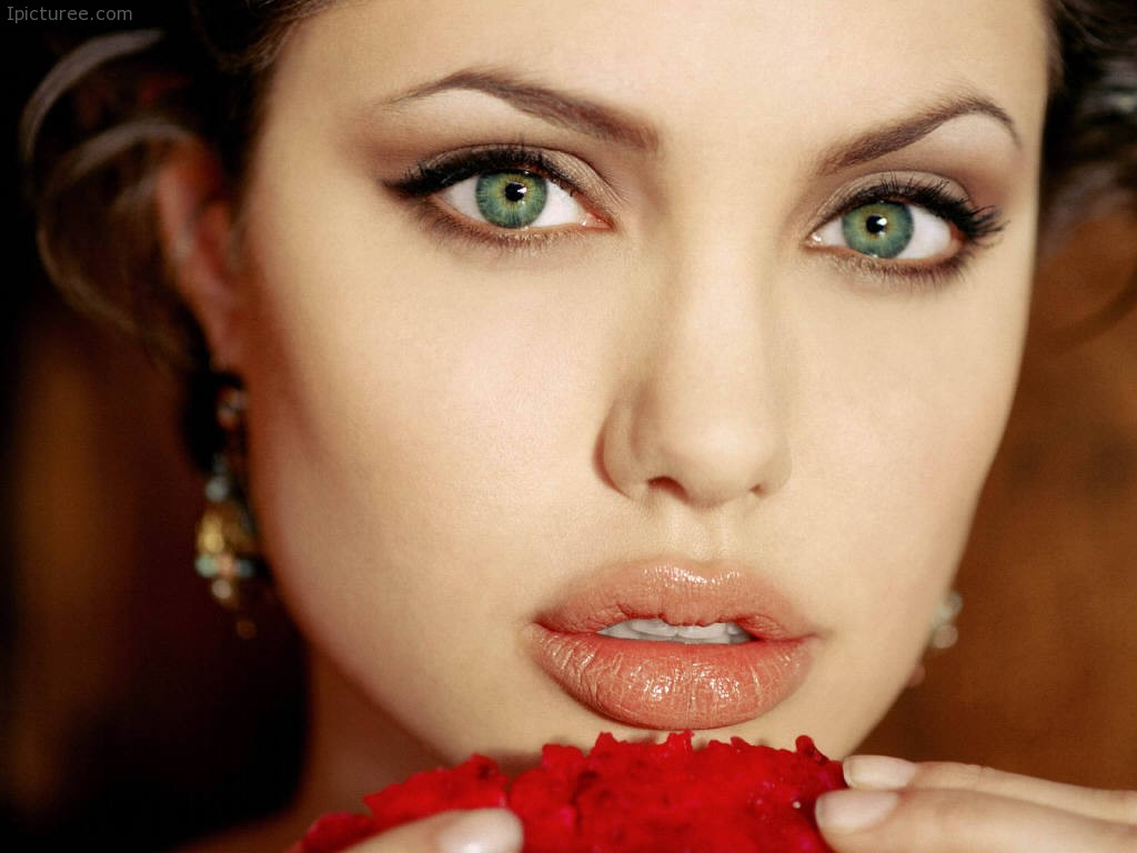Beautiful Green Eyes of Angelina Jolie
