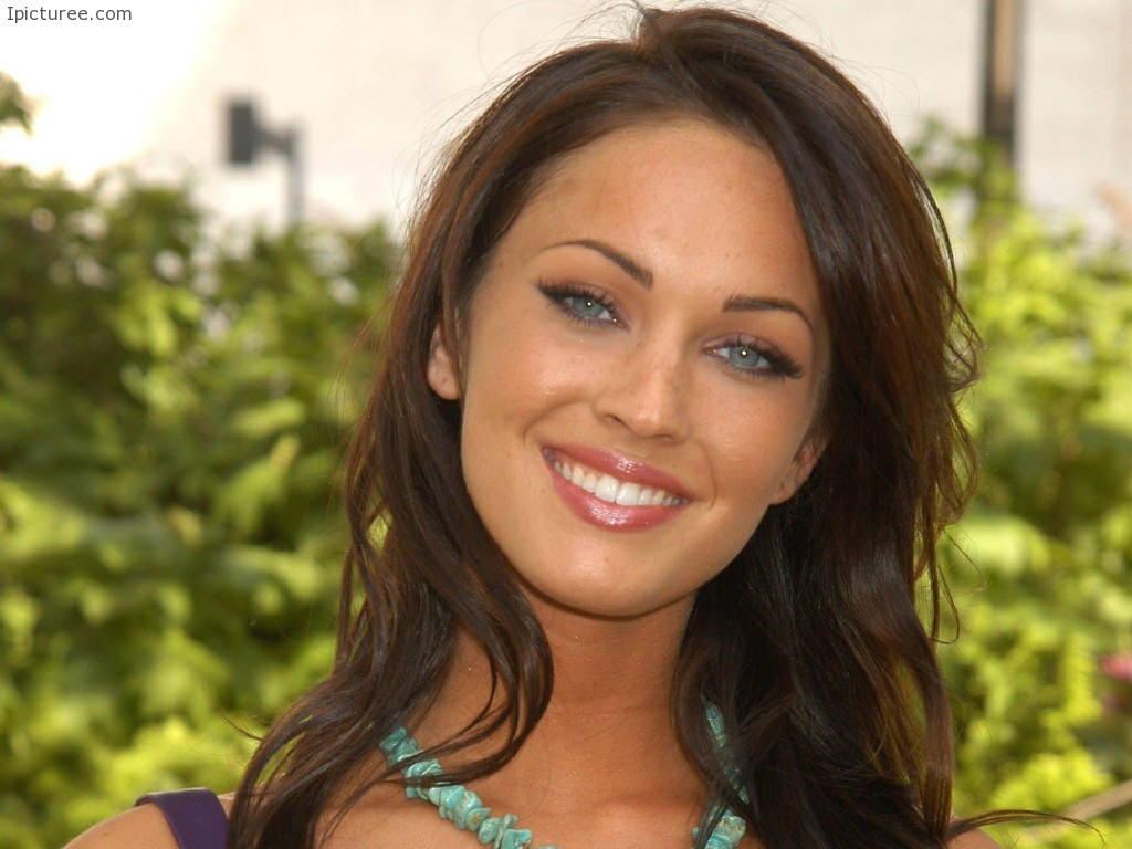 Cute Megan Fox Smile Wallpaper