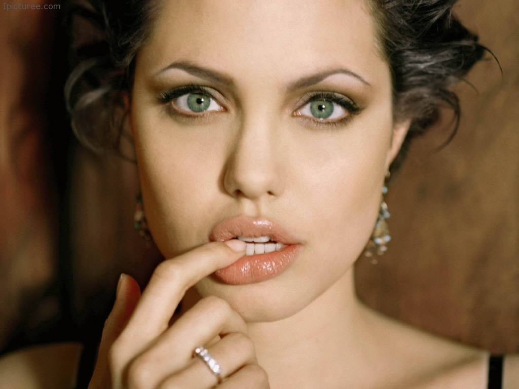Cute Angelina Jolie Wallpaper