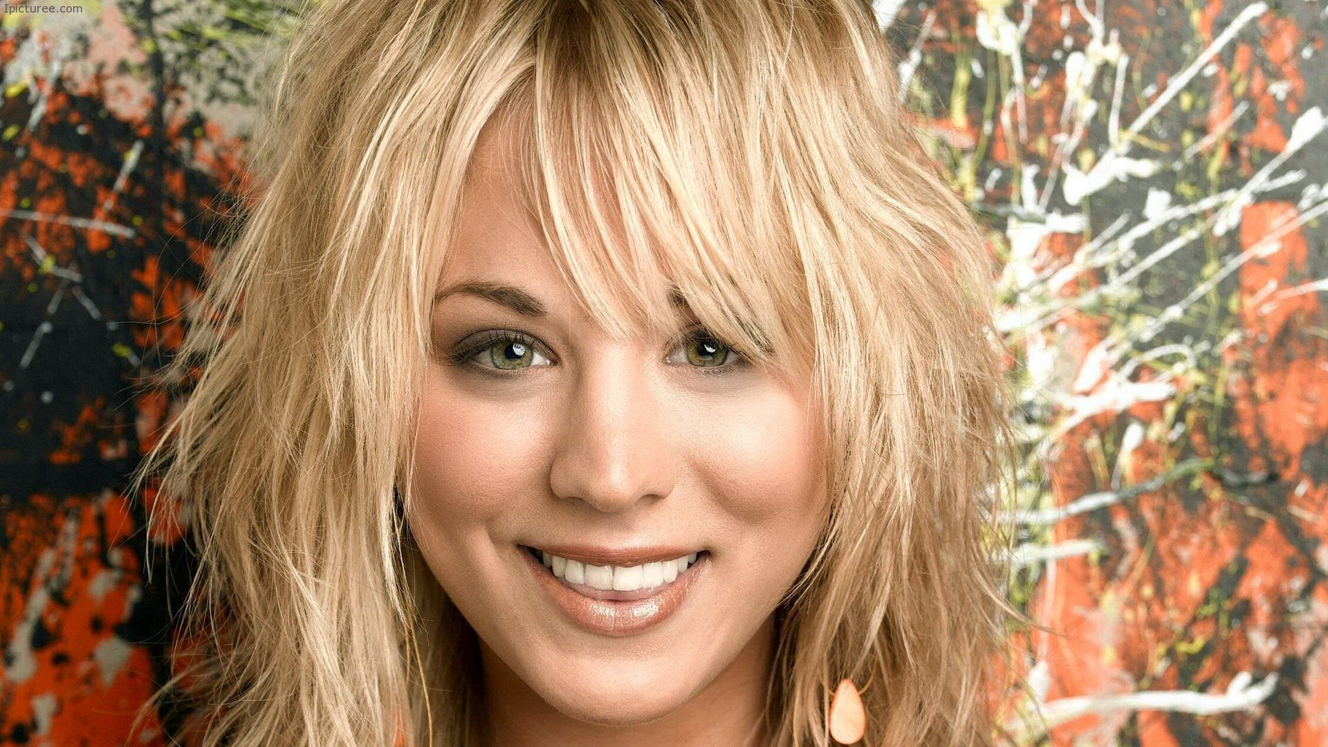 Kaley Cuoco Smile Wallpaper
