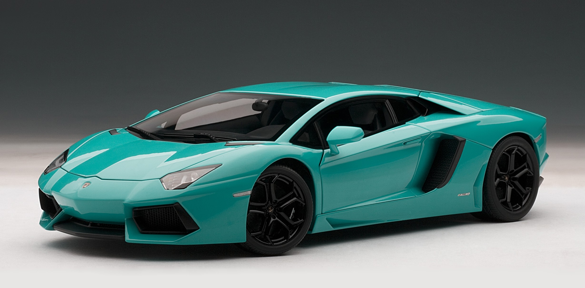 2015 Green Lamborghini Aventador Sports Car Wallpaper